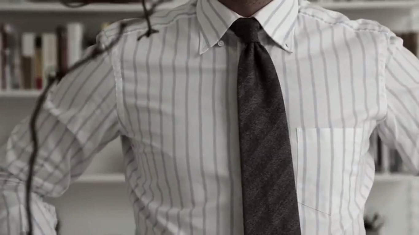 Video: How to make tie dimples